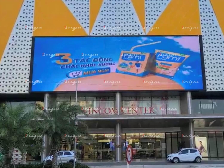 Sữa đậu nành Fami Canxi quảng cáo màn hình Led ngoài trời tại Vincom Trần Duy Hưng Hà Nội