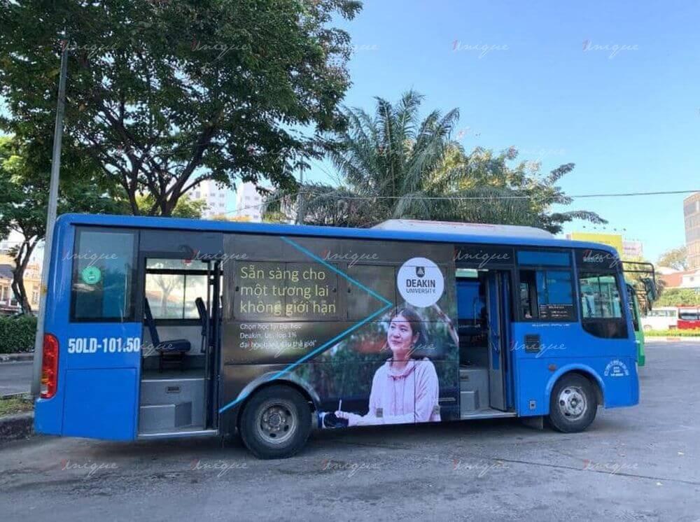 Deakin University quảng cáo trên xe bus tại Hà Nội và Hồ Chí Minh