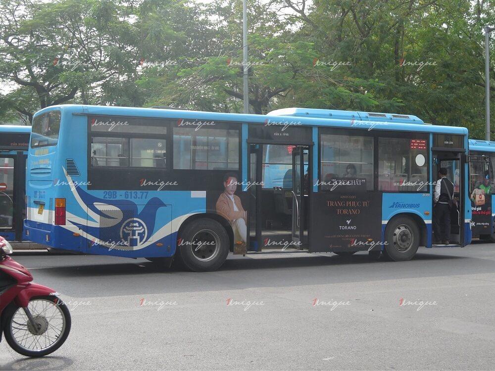Thời trang Torano quảng cáo trên xe bus tại Hà Nội