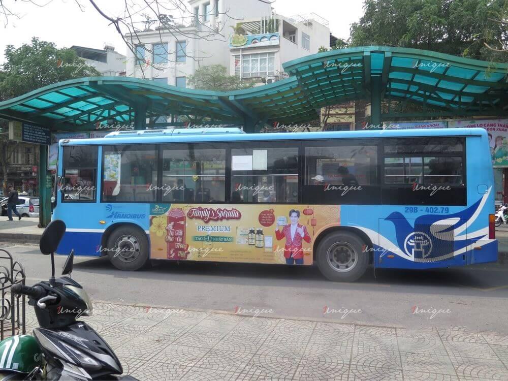 Tảo Nhật Motiti quảng cáo trên xe bus tại Hà Nội
