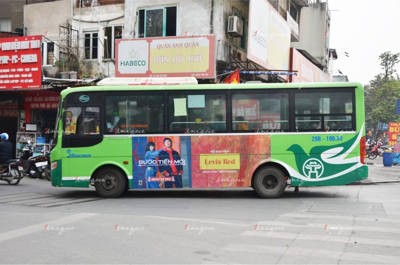 Thời trang Levi's quảng cáo trên xe bus phủ sóng thương hiệu