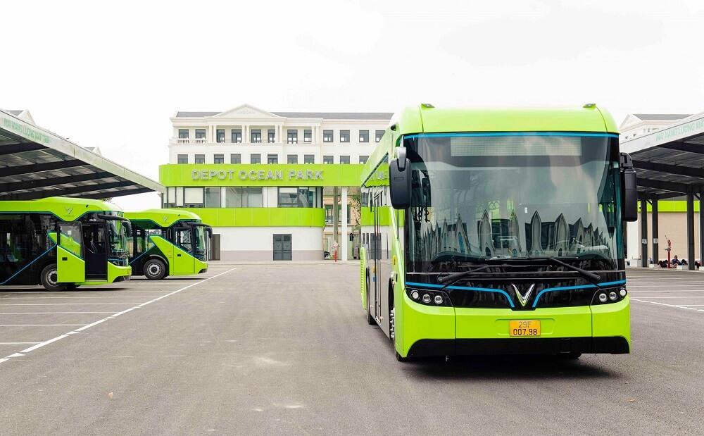 Xe buýt điện VinBus chính thức lăn bánh