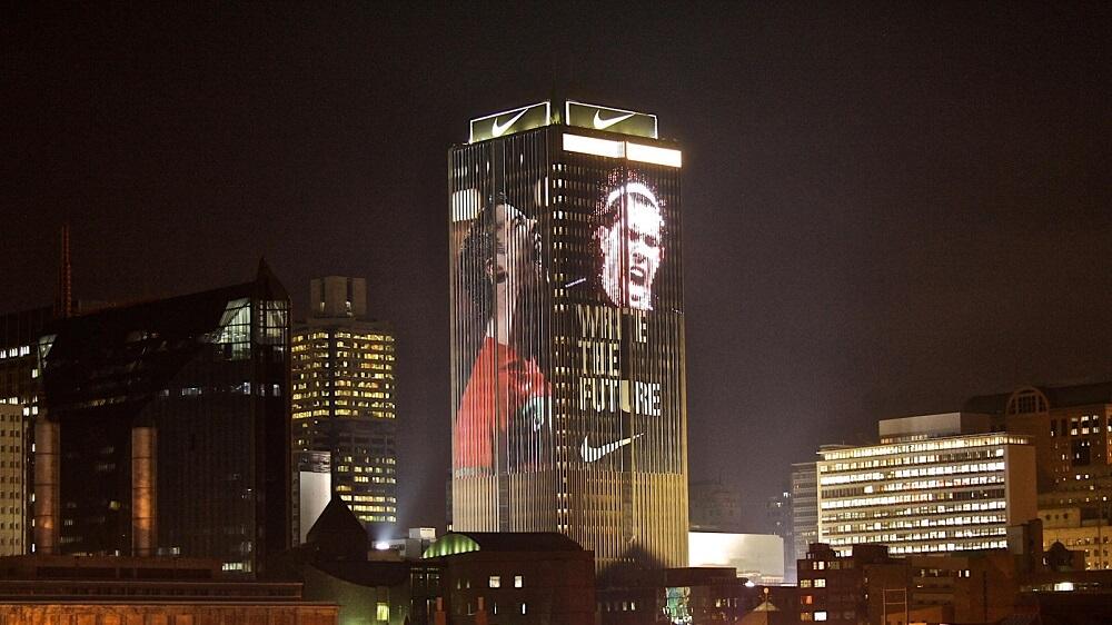 Led Building tại tòa nhà Life Cente Nam Phi quảng cáo chiến dịch Write the future của Nike trong world cup 2010