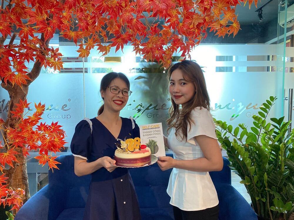 Unique chúc mừng sinh nhật chị Thúy Hằng