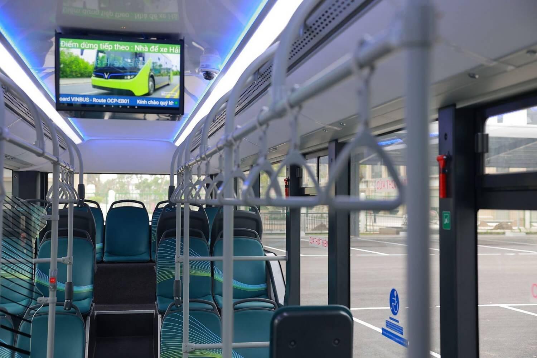 Quảng cáo trên hệ thống màn hình LCD trong xe điện VinBus