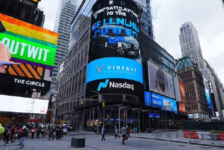 Vinfast xuất hiện đầy ấn tượng tại Quảng trường Thời Đại