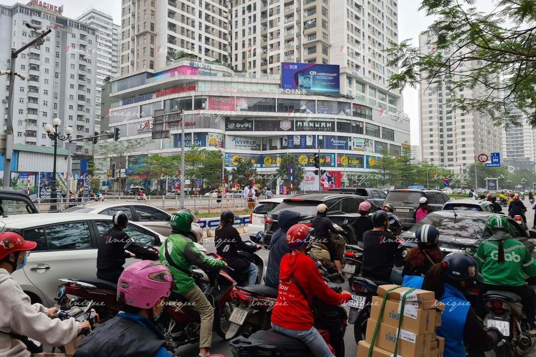 Màn hình Led quảng cáo ngoài trời tại Centerpoint (ngã tư Lê Văn Lương - Hoàng Đạo Thúy)