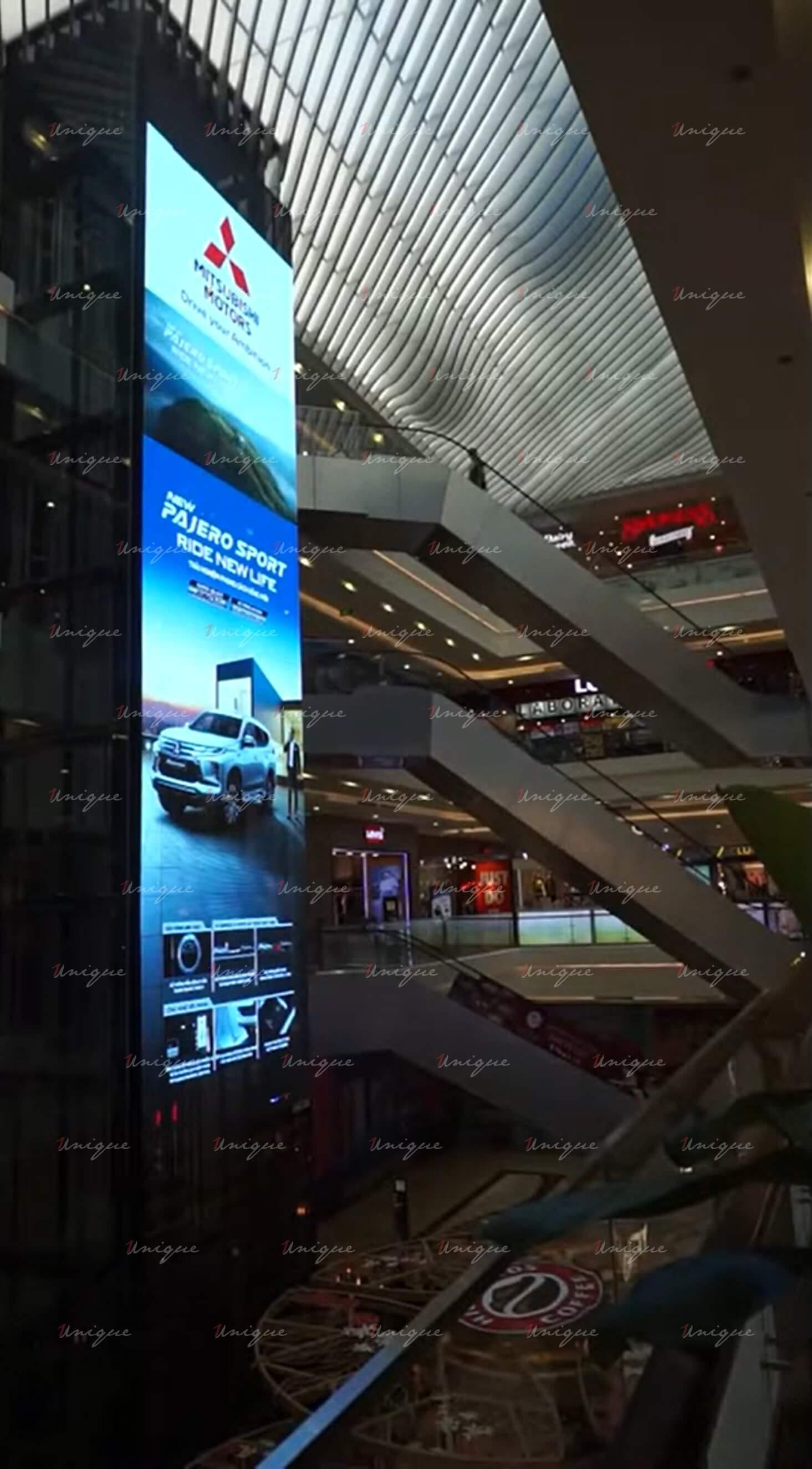 Màn hình LED quảng cáo trong nhà tại Vincom Metropolis, Hà Nội