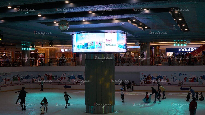 Màn hình Led quảng cáo trong nhà tại sân trượt băng Vincom Ice Rink Landmark 81