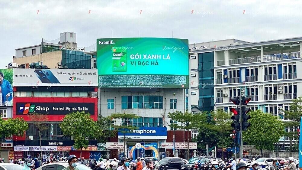 DOOH (Digital Out-of-home) quảng cáo ngoài trời kỹ thuật số