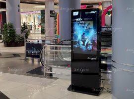 Honda quảng cáo trên màn hình LCD tại Aeon Mall Long Biên
